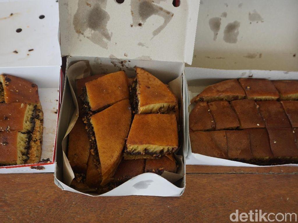 Duel 3 Martabak Cokelat Kacang Klasik, Mana Paling Enak Legit?