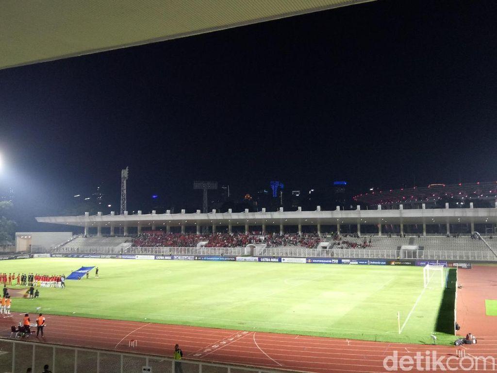 Iwan Bule Tonton Timnas Indonesia U-19, Suporter Teriakkan Nama Luis Milla