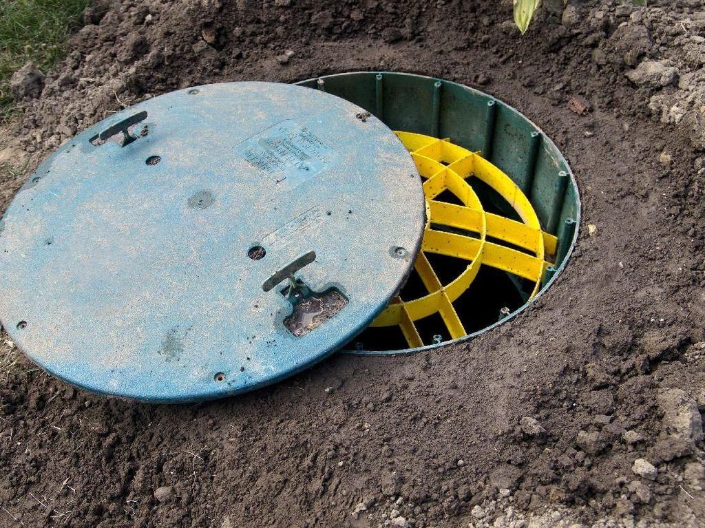Labfor Ambil Sampel di Lokasi Ledakan Septic Tank Cakung