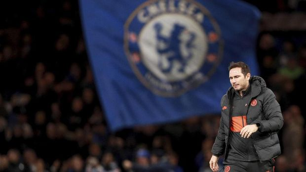 Chelsea's head coach Frank Lampard walks on the pitch at the end of the Champions League, group H, soccer match between Chelsea and Ajax, at Stamford Bridge in London, Tuesday, Nov. 5, 2019. (AP Photo/Ian Walton)