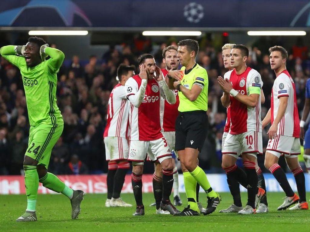 Kemenangan Ajax Dicuri Wasit!