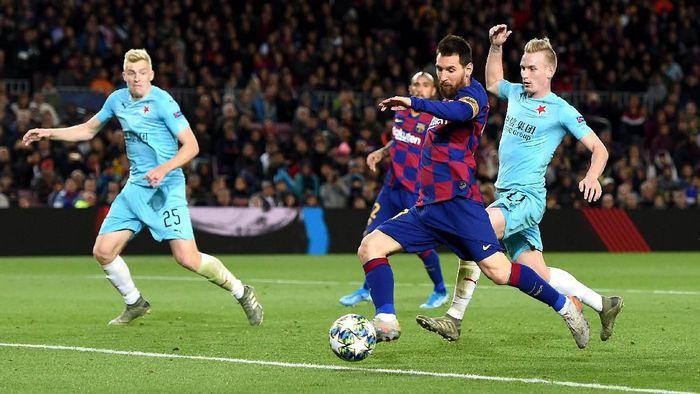 Bek Barcelona Gerard Pique mengkritik timnya sendiri usai ditahan Slavia Praha 0-0. (Foto: Alex Caparros / Getty Images)