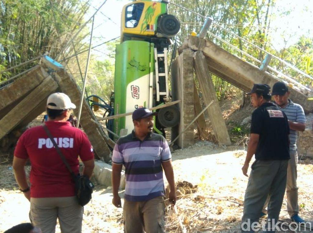 Dilewati Truk Tangki Air, Jembatan di Grobogan Roboh