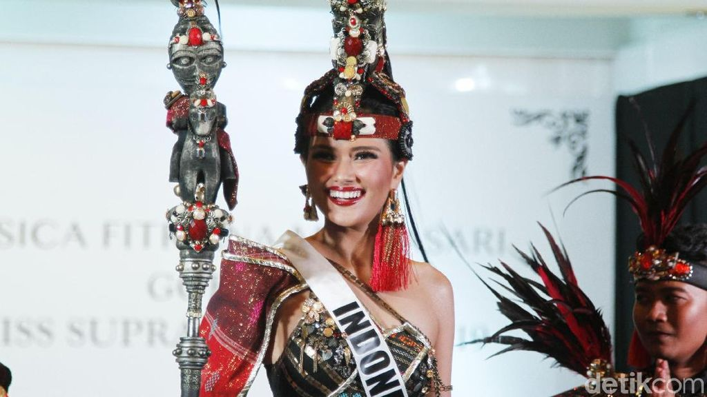 Gaya Puteri Indonesia Pariwisata 2019 Pakai Baju Adat Batak, Boru ni Raja
