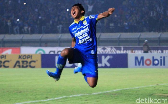 Persib Bandung memetik kemenangan tipis atas PSIS Semarang 2-1 dalam lanjutan Liga 1 2019.