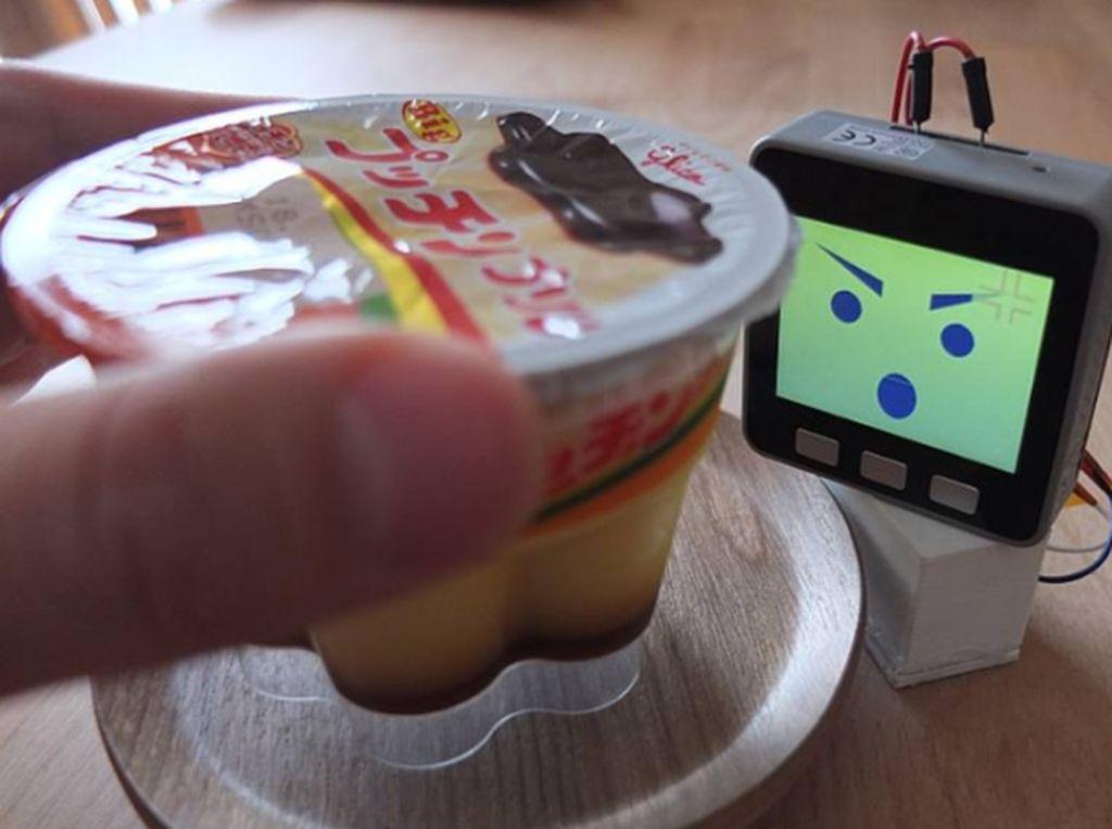 Canggih! Alarm Kulkas Mini Ini Bisa Deteksi Wajah Pencuri Makanan