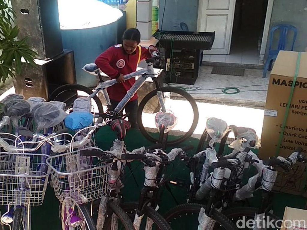 Nyoblos Pilkades di Rembang, Dapat Door Prize Total Rp 50 Juta