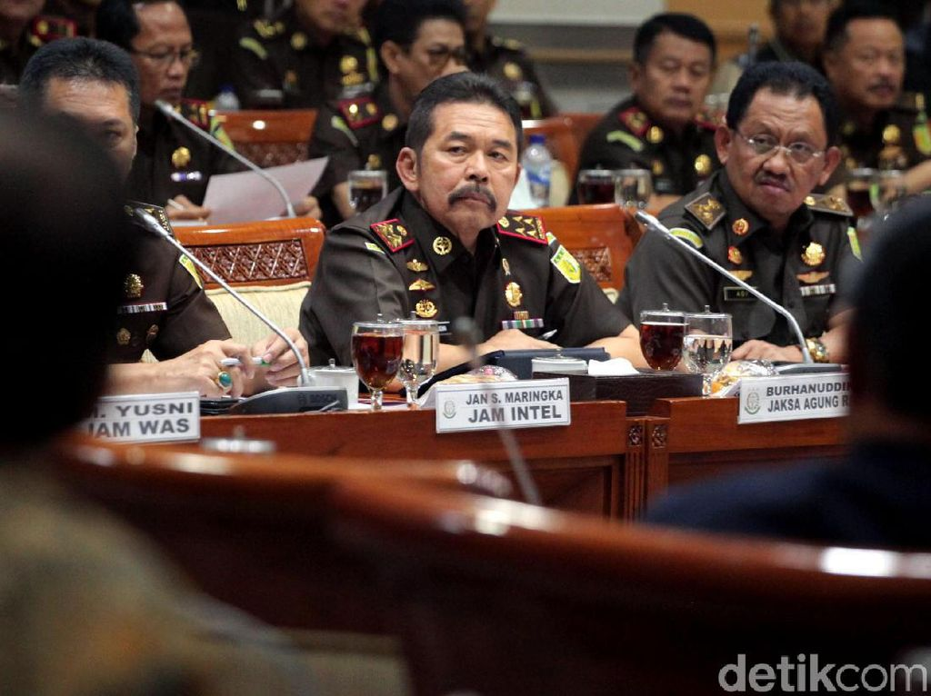 Jaksa Agung Jabarkan Program di Depan Komisi III