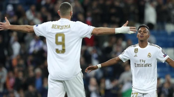 Karim Benzema puji Rodrygo. (Gonzalo Arroyo Moreno/Getty Images)