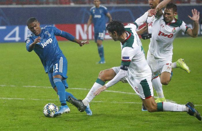 Douglas Costa menentukan kemenangan Juventus atas Lokomotiv Moskow 2-1. (Foto: Pavel Golovkin / AP Photo)