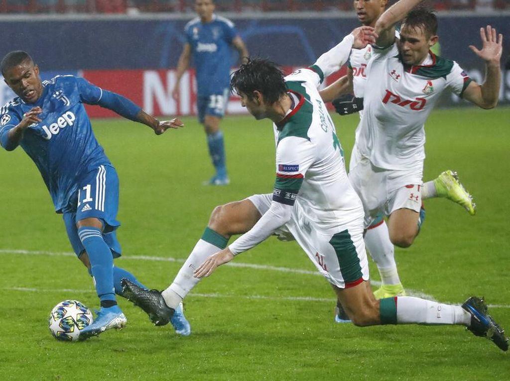 Tusukan Douglas Costa yang Hancurkan Lokomotiv Moskow