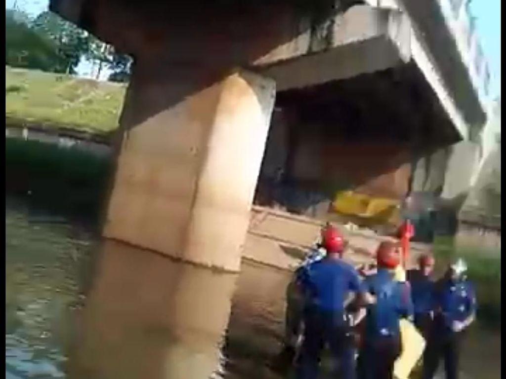 Bocah yang Hanyut di Kali Cipinang Ditemukan Tewas di KBT Duren Sawit