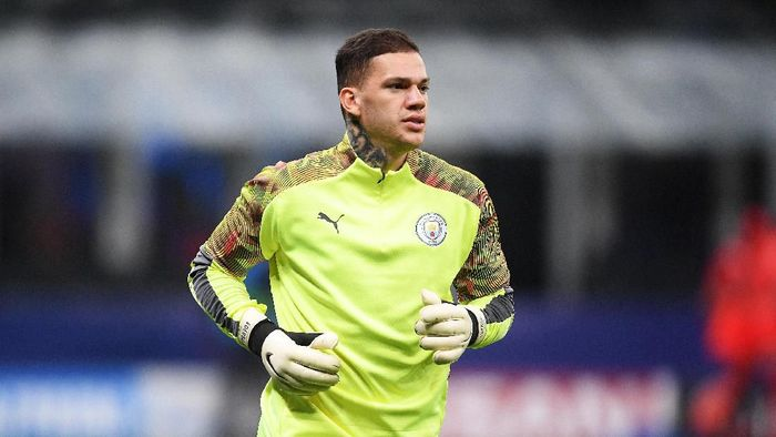 MILAN, ITALY - NOVEMBER 06: Ederson of Manchester City warms up ahead of the UEFA Champions League group C match between Atalanta and Manchester City at Stadio Giuseppe Meazza on November 06, 2019 in Milan, Italy. (Photo by Michael Regan/Getty Images)