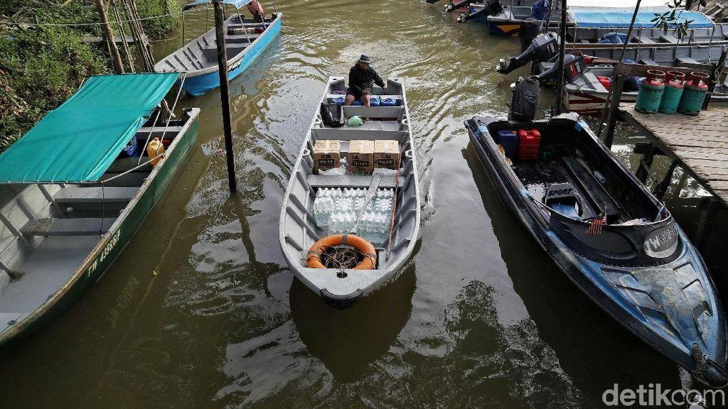 Hiruk Pikuk Aktivitas Warga di Tapal Batas Indonesia-Malaysia