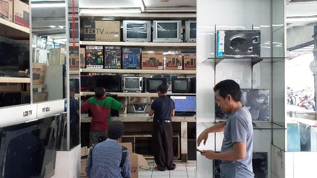 Toko-Toko Elektronik Sepi Bak 'Kuburan', Ekonomi Lesu Nih!