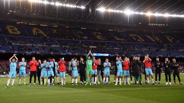Pemain Slavia Praha kecewa para pemain Barcelona enggan bertukar jersey (Alex Caparros/Getty Images)