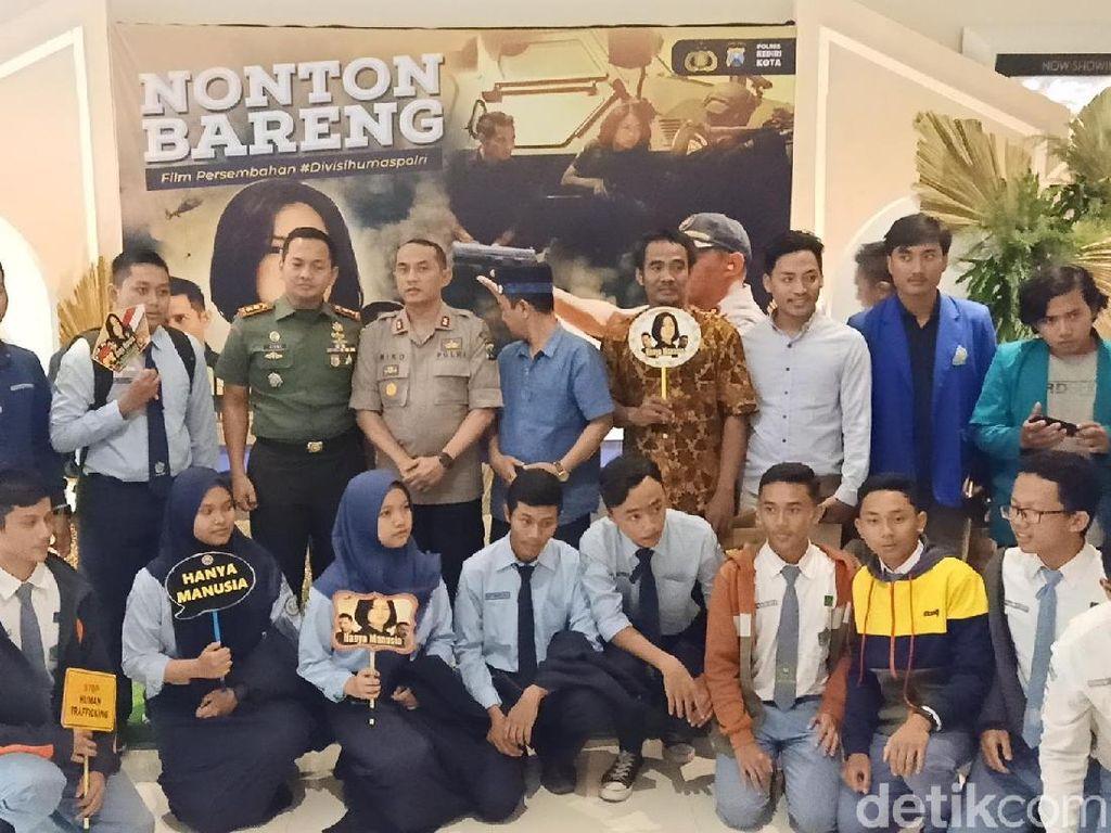 Polisi Kota Kediri Gelar Nobar Film Ini Ajak Warga Waspada TPPO