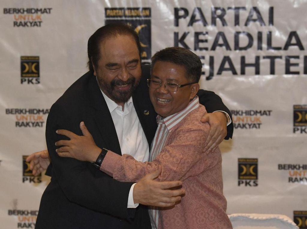 Melihat Lagi Rangkulan Tak Biasa Paloh-Sohibul yang Disorot Jokowi