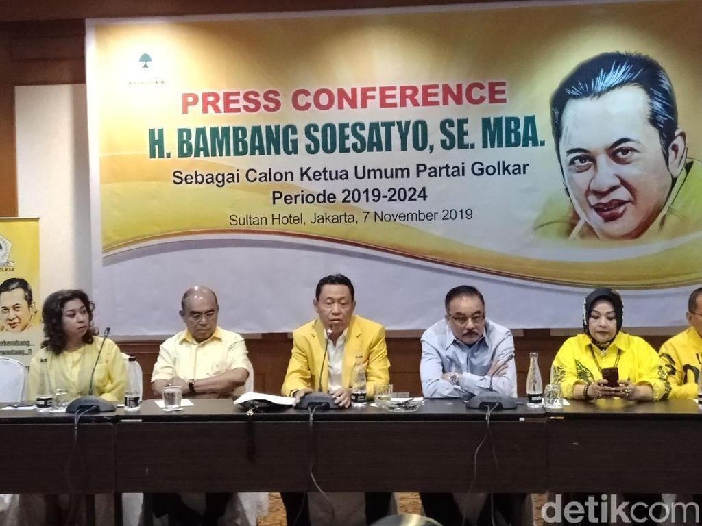 Jokowi Puji Airlangga Ketum Top Golkar, Pro-Bamsoet Tak Masalah