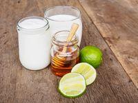 Ilustrasi susu, lemon, dan madu