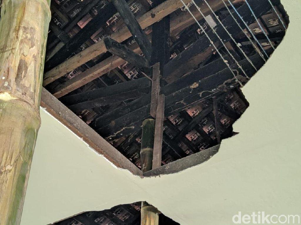 Atap SDN di Ponorogo Ditopang Bambu, Dindik Upayakan Perbaikan 2020