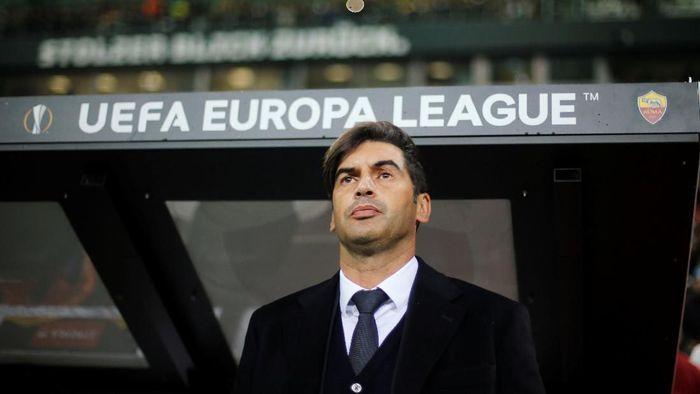 Paulo Fonseca menyebut Roma tak pantas kalah dari Gladbach (REUTERS/Leon Kuegeler)