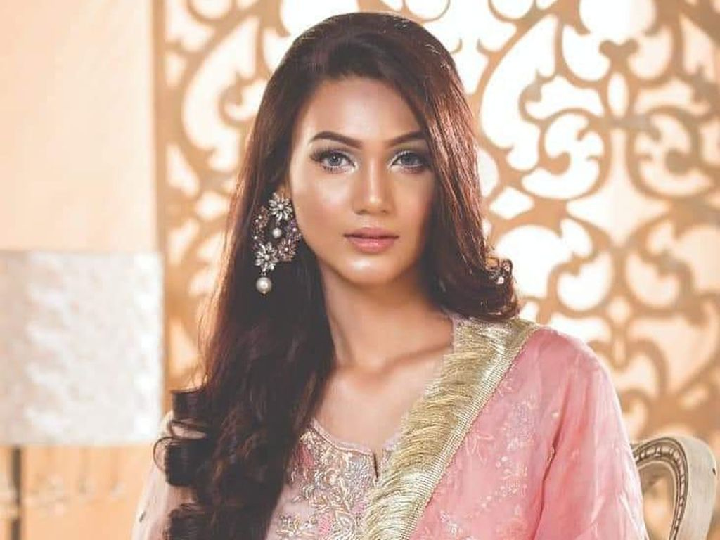 Ini Kontestan Miss Universe Pertama dari Negara Muslim Asia Selatan