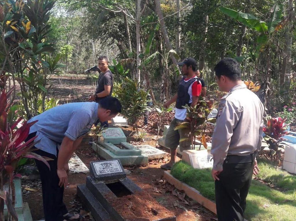 Geger Pembongkaran Bagian Kepala 27 Makam di Tasikmalaya
