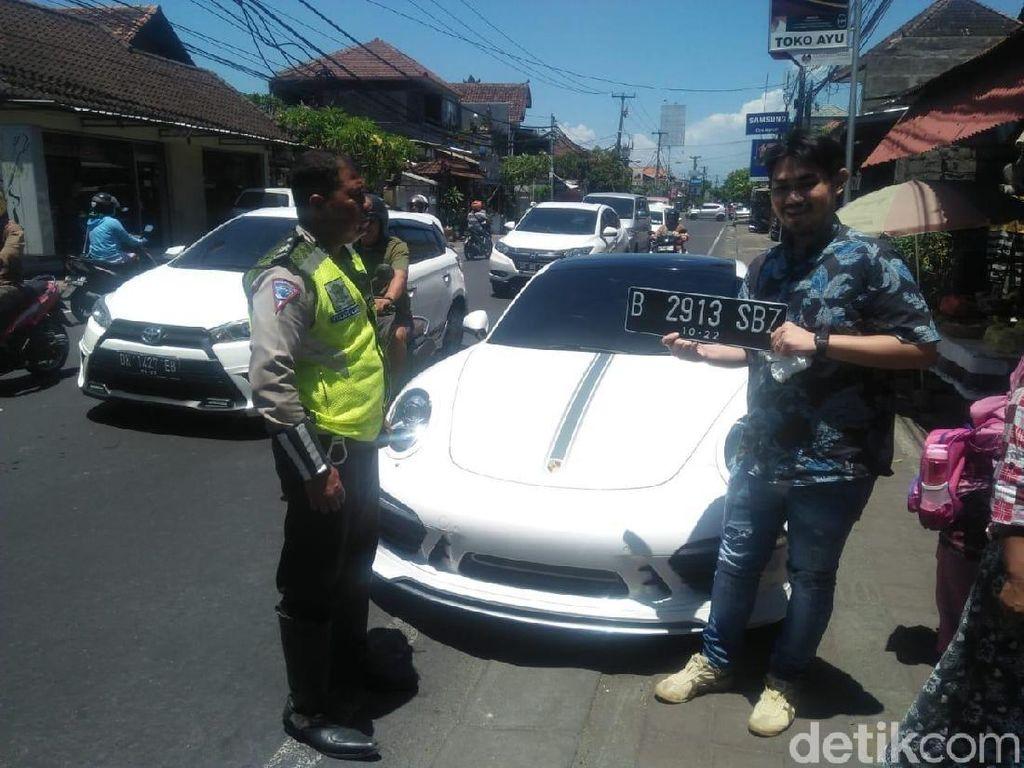 Ngegas depan Polisi, Sopir Mobil Mewah di Bali Kena Tilang