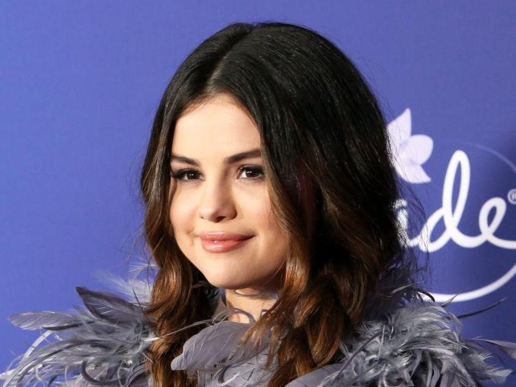Berat Badan Naik Gara-gara Lupus, Selena Gomez Hadapi Body Shaming