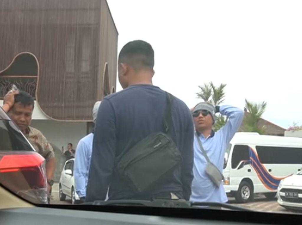 Nasib Anang Jadi Juru Parkir, Ditegur Sopir karena Mobil Terseruduk