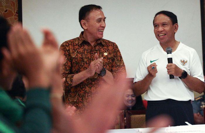 Menteri Pemuda dan Olahraga (Menpora) Zainuddin Amali dan Ketua PSSI Iwan Bule memberikan semangat kepada Timnas U-23 yang akan bertanding ke Filipina untuk mengikuti Sea Games 2019, Jakarta, Jumat (8/11/2019).