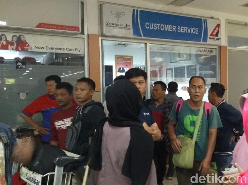 Batal Terbang, Penumpang Sriwijaya Marah-marah di Bandara Hasanuddin