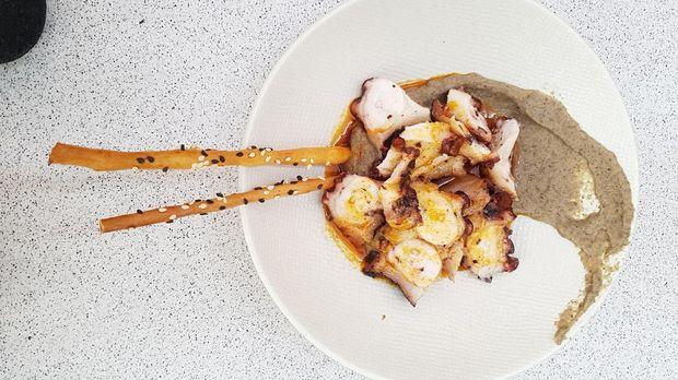 Grilled Octopus with boletus cream