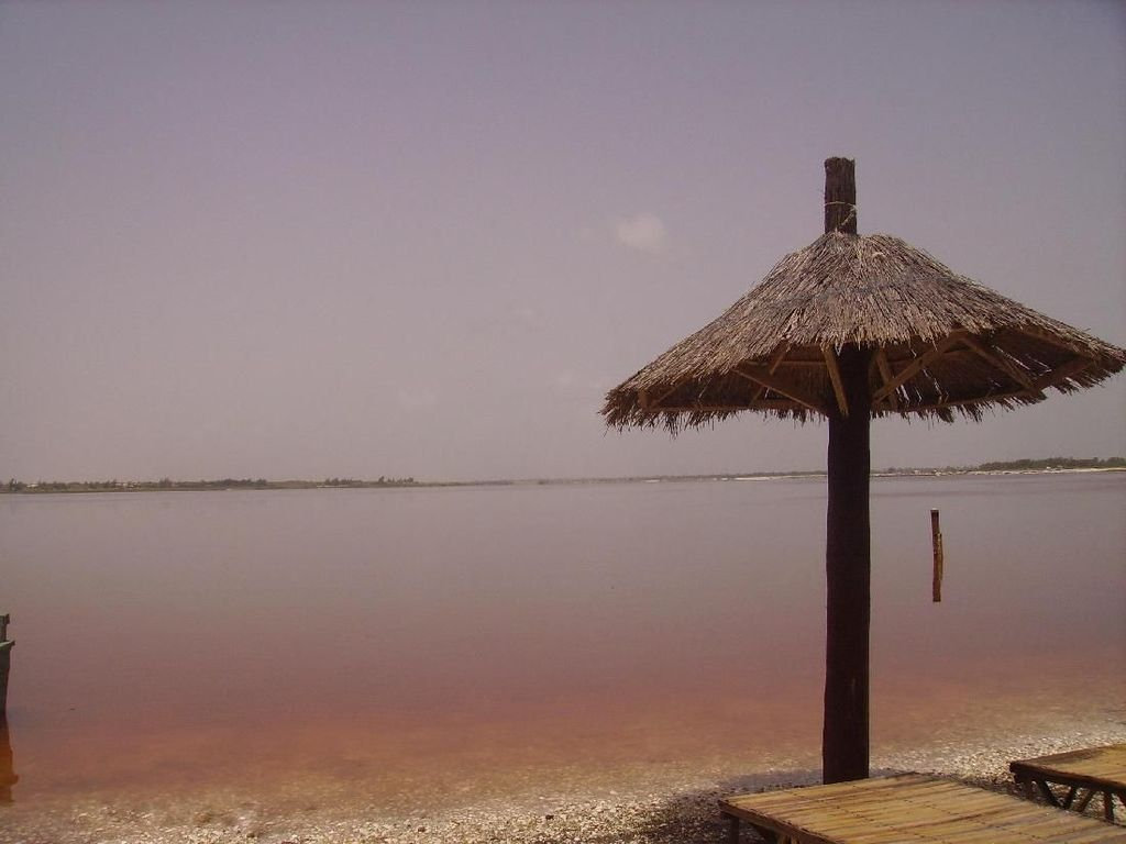 Foto: Danau Cantik Warna Milkshake Stroberi