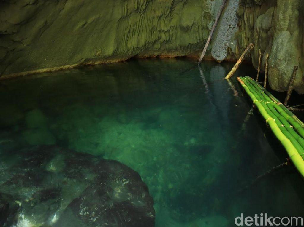 Foto: Kolam Jernih dari Raja Ampat