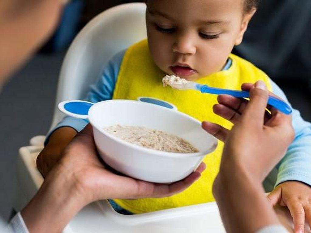 Tragis! 5 Kisah Mengenaskan Bayi Akibat Diberi Makan Terlalu Dini