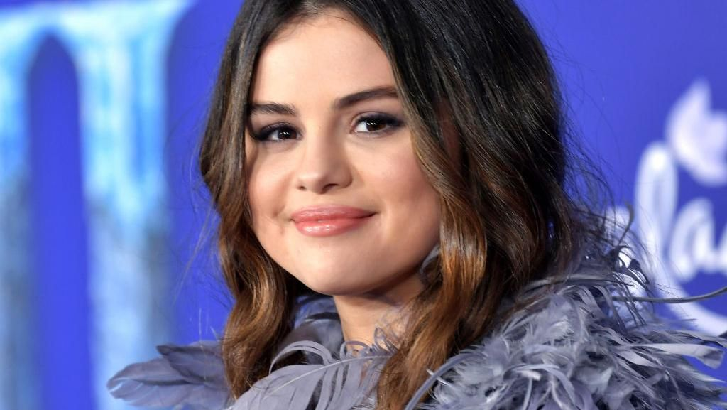Gaya Selena Gomez Hingga Kristen Bell, Bak Princess di Premier Frozen 2