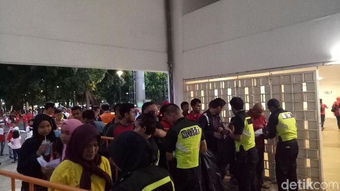 Hong Kong vs Timnas Indonesia U-19 di Stadion Madya lebih ramai suporter. (Foto: Randy Prasatya/detikcom)
