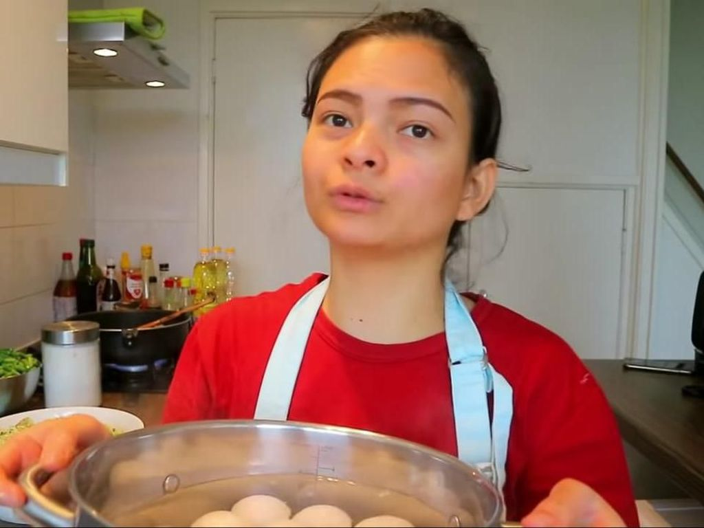 Di Belanda, YouTuber Indonesia Ini Jual 13 Nasi Rames Rp 1 Juta!