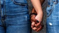 Wanita Dikira Meninggal, Ternyata 10 Tahun Ngumpet di Kamar Pacar