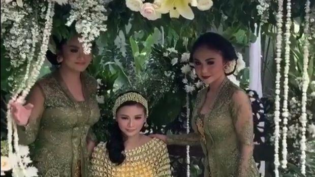 Krisdayanti, Kartika Sary, dan Yuni Shara.