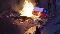 Demonstran Chile Bakar Gedung Universitas dan Menjarah Gereja