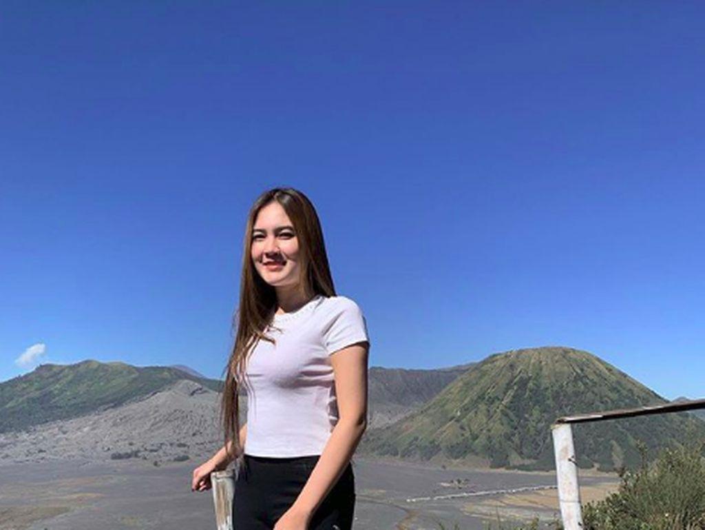 Foto: Cantiknya Nella Kharisma dan Wisata Indonesia