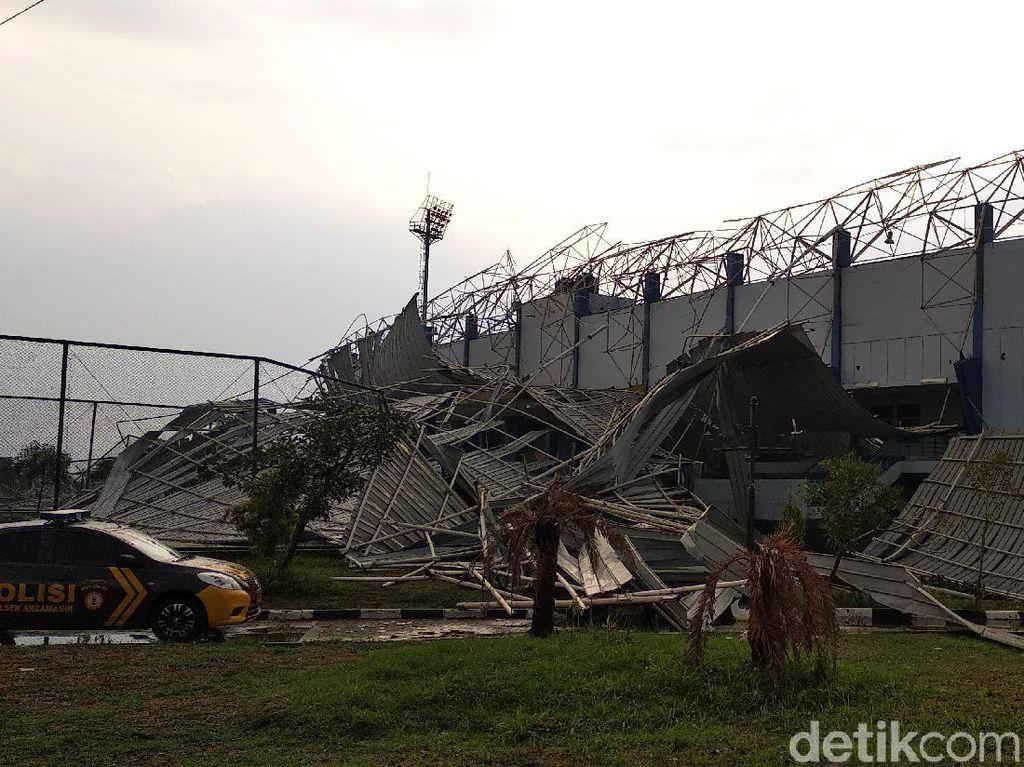 Atap Stadion Bola Ambruk, Warga Masih Bisa Olahraga di SOR Arcamanik