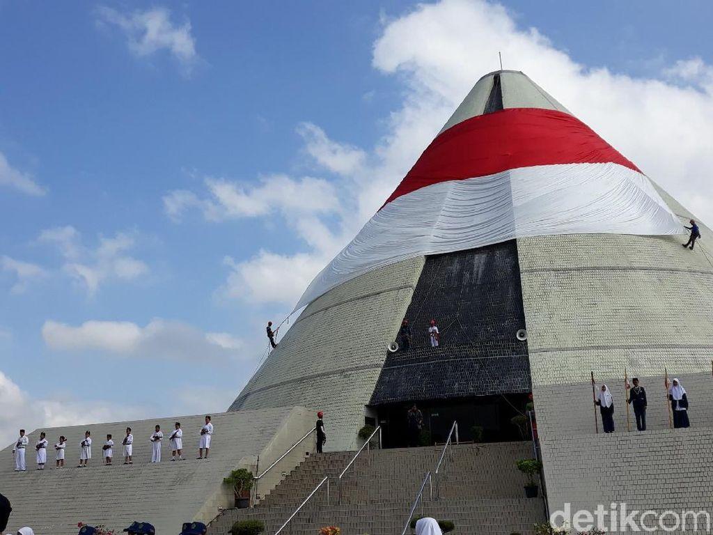 Unik, Upacara Hari Pahlawan di Monumen Yogya Kembali