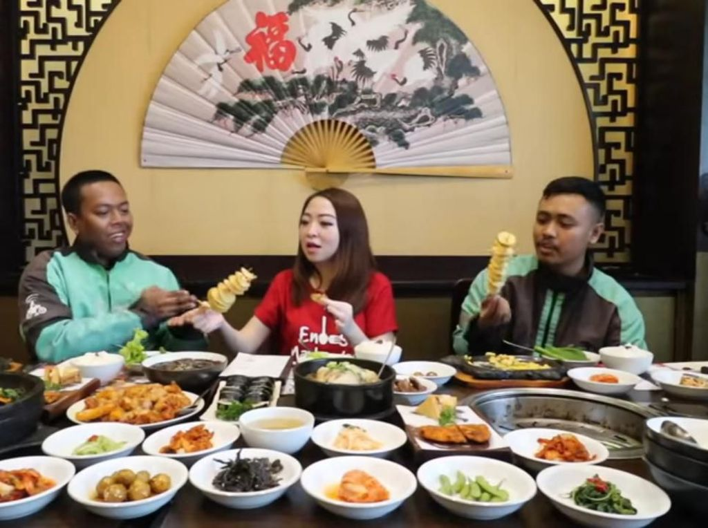 Kocak! Begini Reaksi Driver Ojol Saat Pertama Kali Cicip Makanan Korea