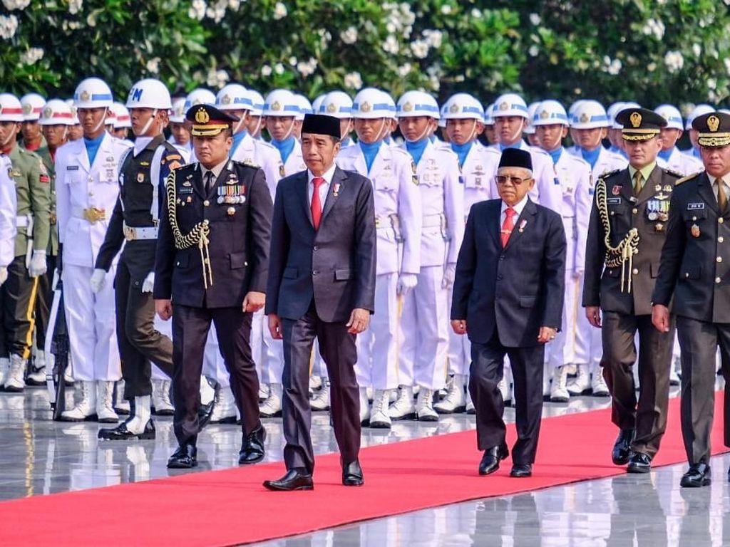 Jokowi Pimpin Upacara Hari Pahlawan di TMP Kalibata