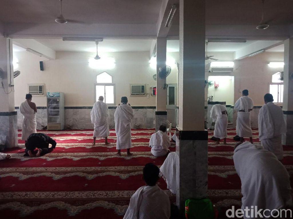Jemaah Umrah Marbut dan Majelis Taklim DKI Mikat di Masjid Hudaibiyah