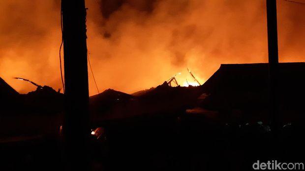 Pasar Baros Kebakaran, Jalur Serang-Pandeglang Ditutup